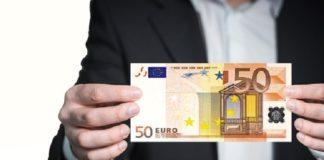 doradca finansowy zarobki