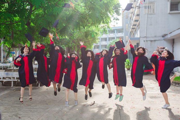 studia podyplomowe po licencjacie – czy warto